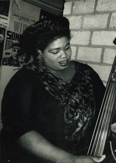 http://www.theaccapellaqueen.com/images/missie_bw_upright_bass.jpg